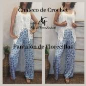 Conjuntazo! Chaleco de Crochet con nuestro nuevo Pantalón de Florecillas 🥰🥰⠀ #chaleco #blanco #crochet #pantalon #estampado #flores #conjunto #moda #modamujer #estilo #style #diseño #ootd #lookoftheday #boutique #boutiquealiciafernandez #tiendaonline #comerciolocal #tiendaderopa #ciudadlineal #pueblonuevo #callealcala #calleemilioferrari #primavera # verano #primavera2021 #verano2021⠀ ⠀ Publicado por @apphipost